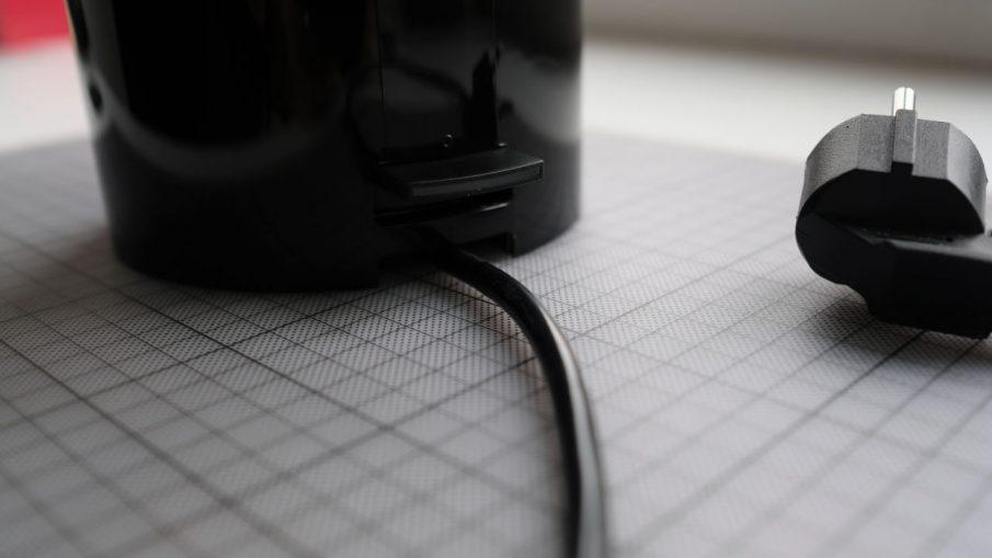 Stelton EM77 Kanne auf Fuß mit Netzkabel