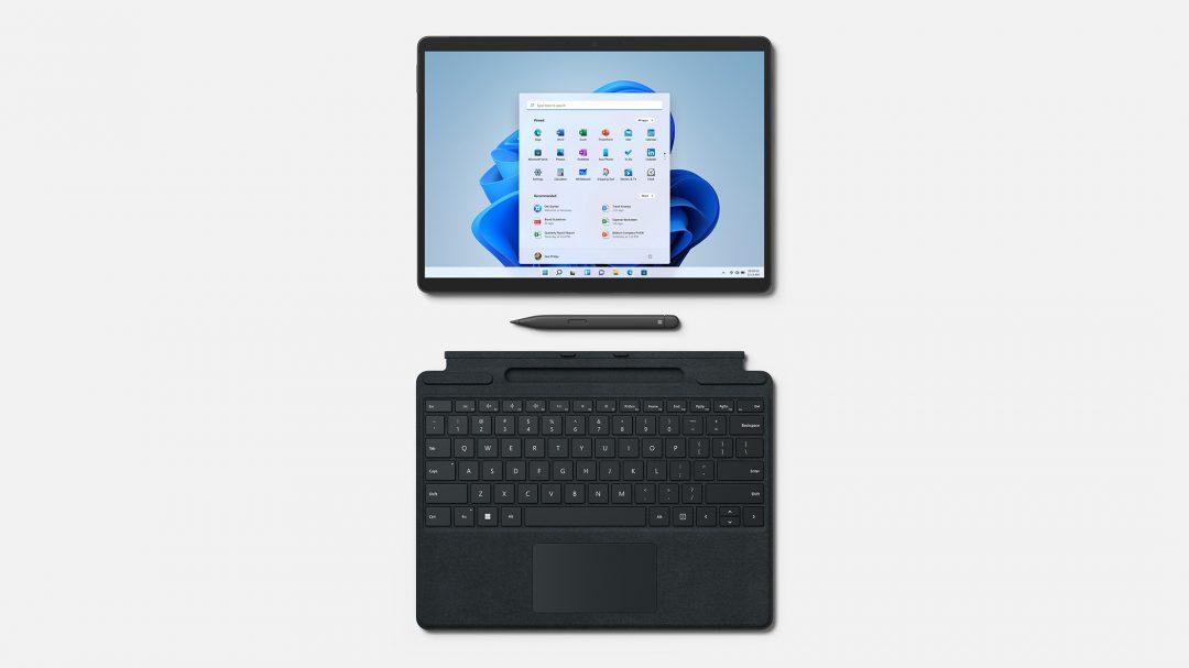 Surface Pro 8 mit Pen und Tastatur